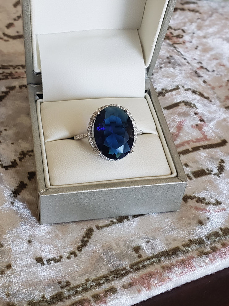 Brilliant 11.50 Ct Oval Sapphire Solitaire Ring