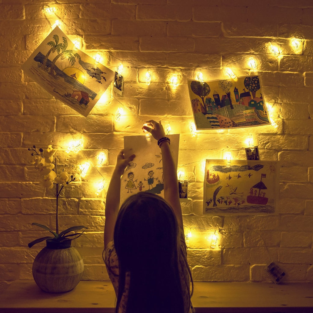 Mind-glowing Photo Clip String Lights (16.4ft) with 40 LED & Remote Control - Battery Powered, Warm White - Perfect Decor for Hanging Pictures on your