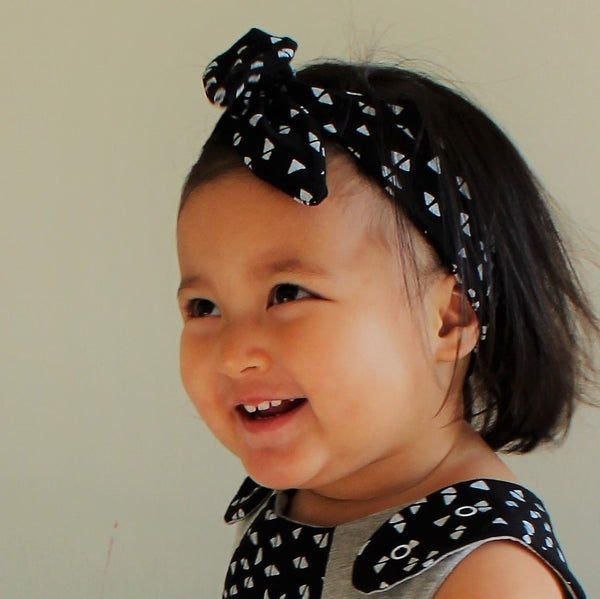 GROW WITH ME Baby Headband - Triangles, Grey and Black