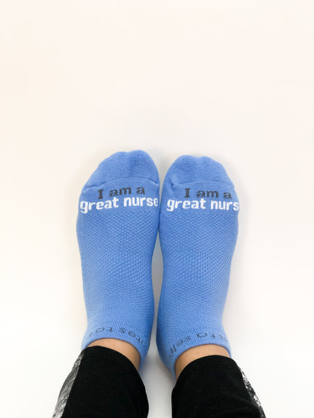 'I am a great nurse'® blue low-cut socks