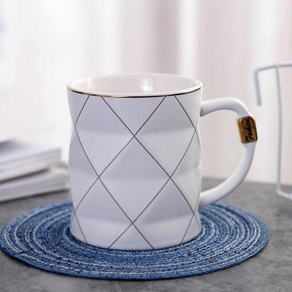 Geometric Nordic black or white ceramic coffee mug with gold details -  www.sanroccoitalia.it - Tableware