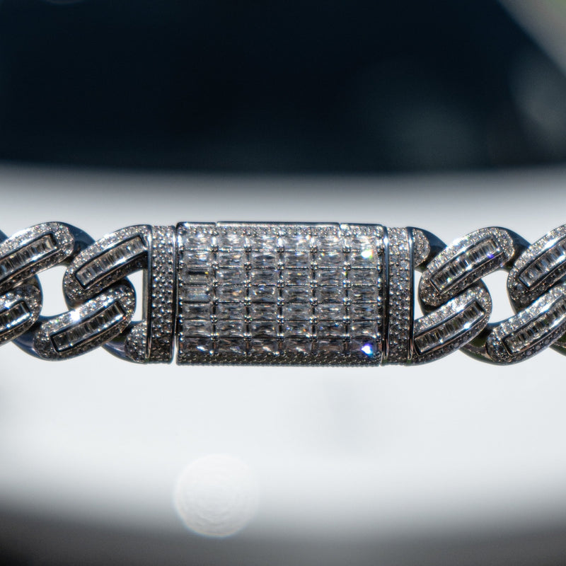 18mm White Gold Bugatti Link Choker