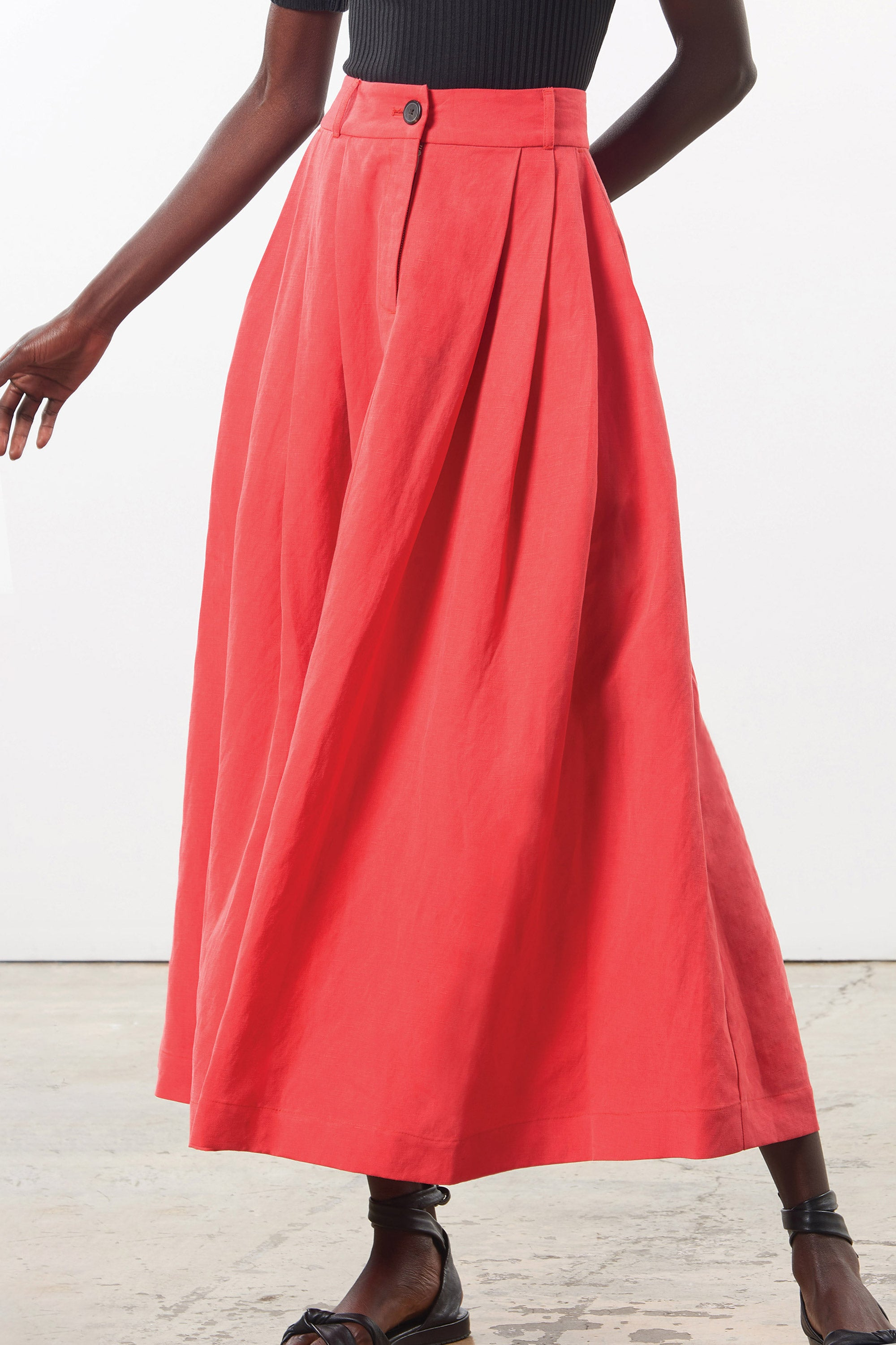 Mara Hoffman Red Tulay Skirt in tencel lyocell and linen (movement detail)