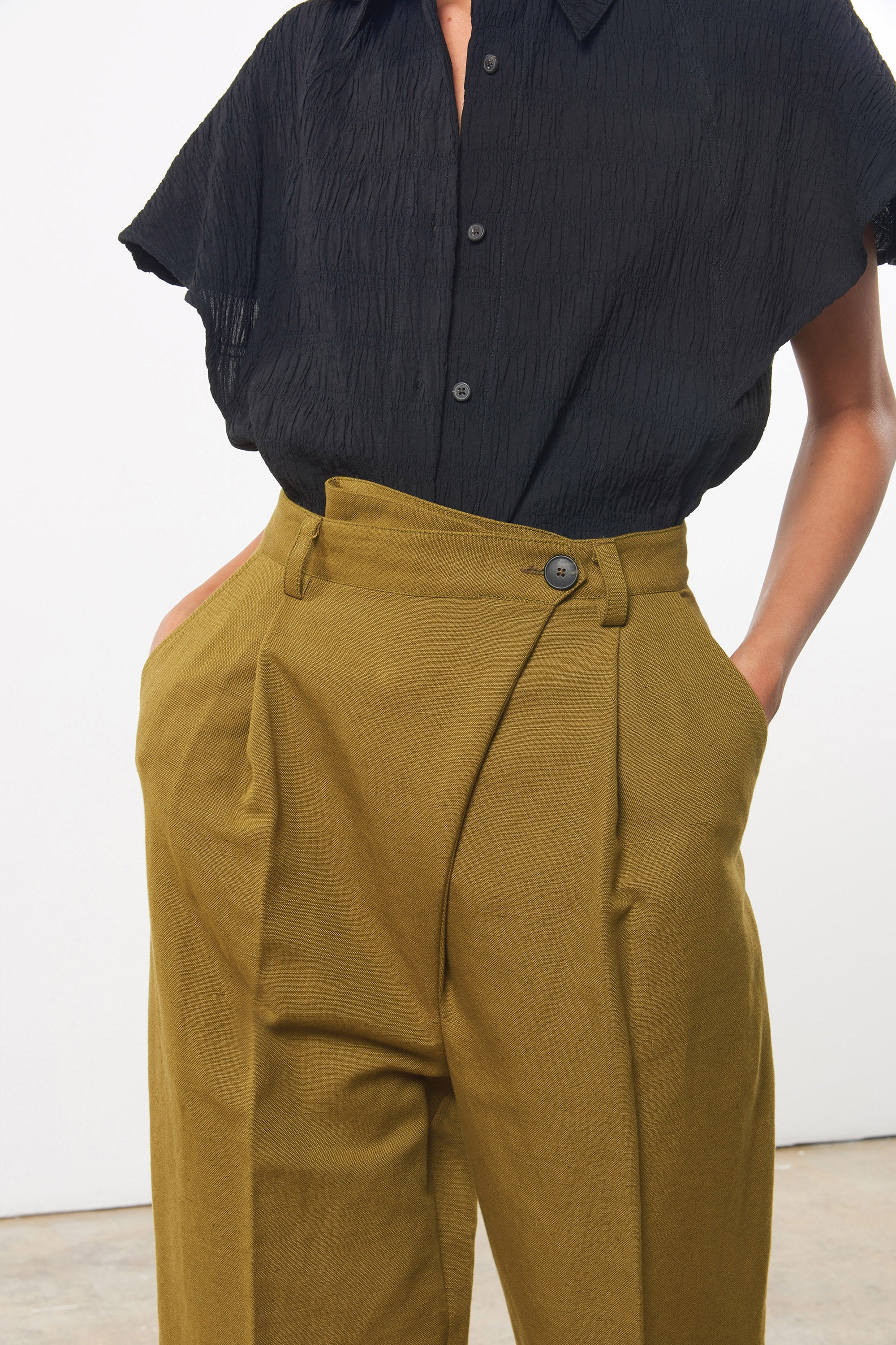Mara Hoffman Olive Almeria pant in linen and cotton (detail)
