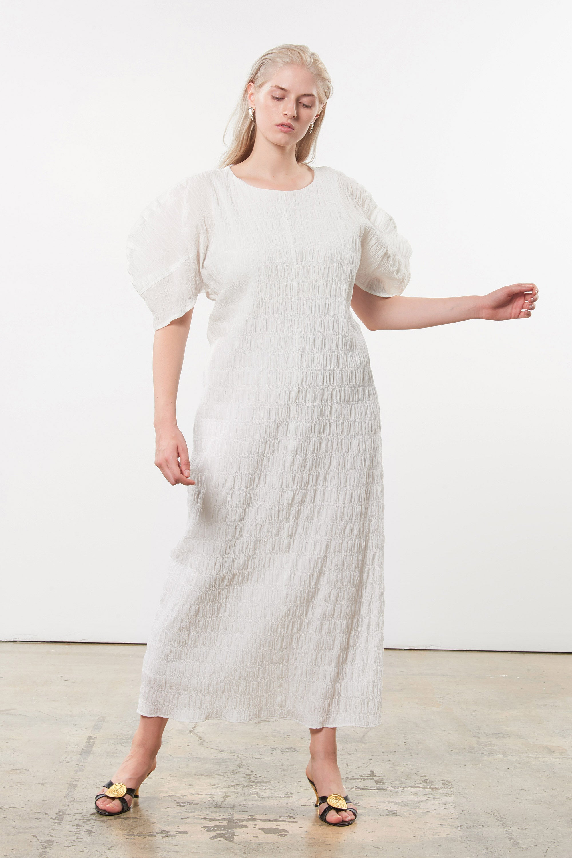 Mara Hoffman Extended White Aranza dress in organic cotton (movement)