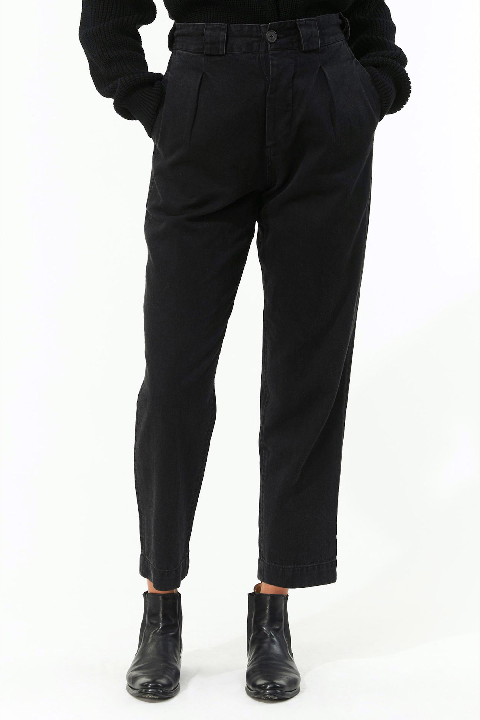 Mara Hoffman Black Jade Pant in hemp and organic cotton (front detail)