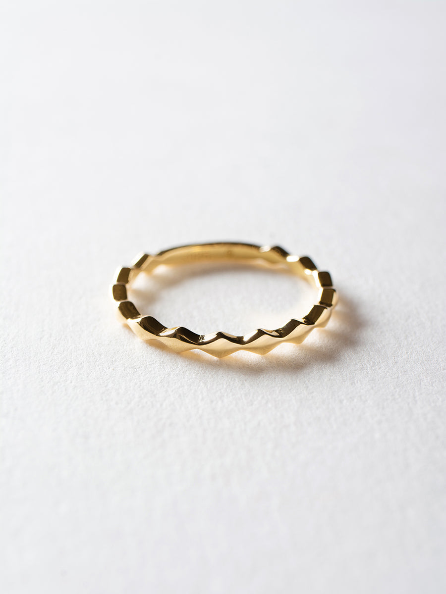 Minimalist Diamond Pattern Eternity Ring