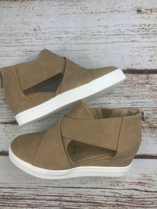 Wedge Cut-out Sneaker