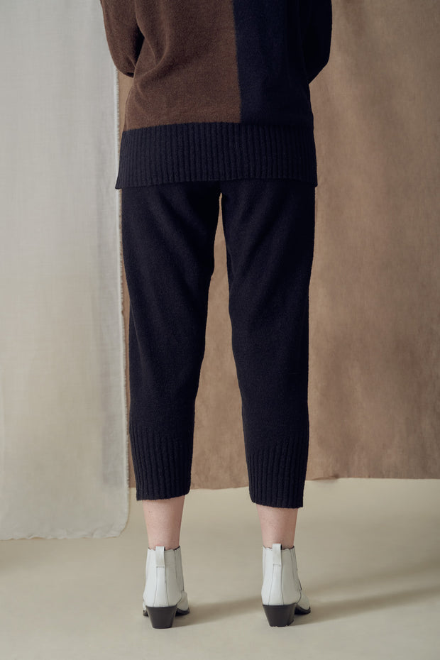 Comet Cropped Trousers in Black