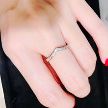 Load image into Gallery viewer, 1.7mm Invisible V Shape Ring 壁鑲V形戒指 (JR008)