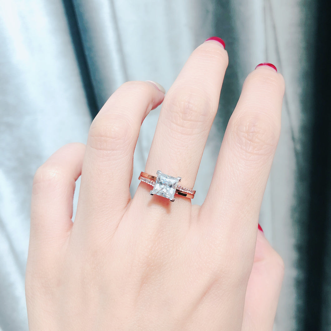 10K Rose Gold Princess Cut Fancy Solitaire Ring 10K金公主方石上下排鑽戒指 (10KR014)