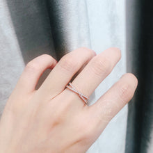 Load image into Gallery viewer, 10K Rose Gold Criss Cross Ring 10K金交叉碎鑽戒指 (10KR008)