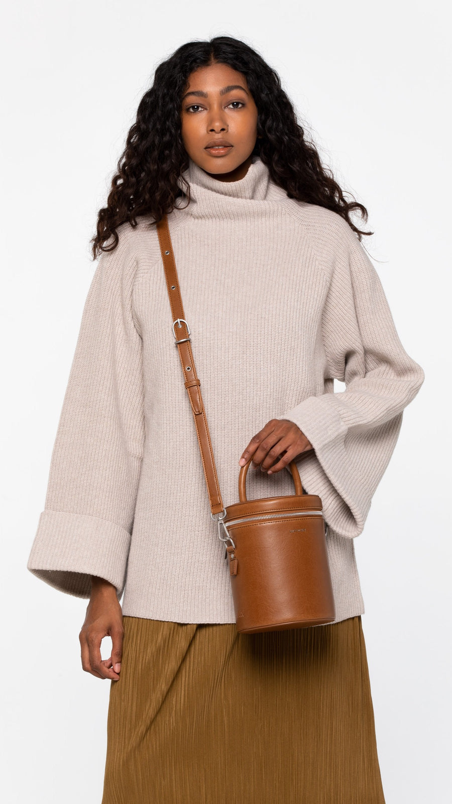 Matt & Nat DOV Drum Crossbody Bag in Chili