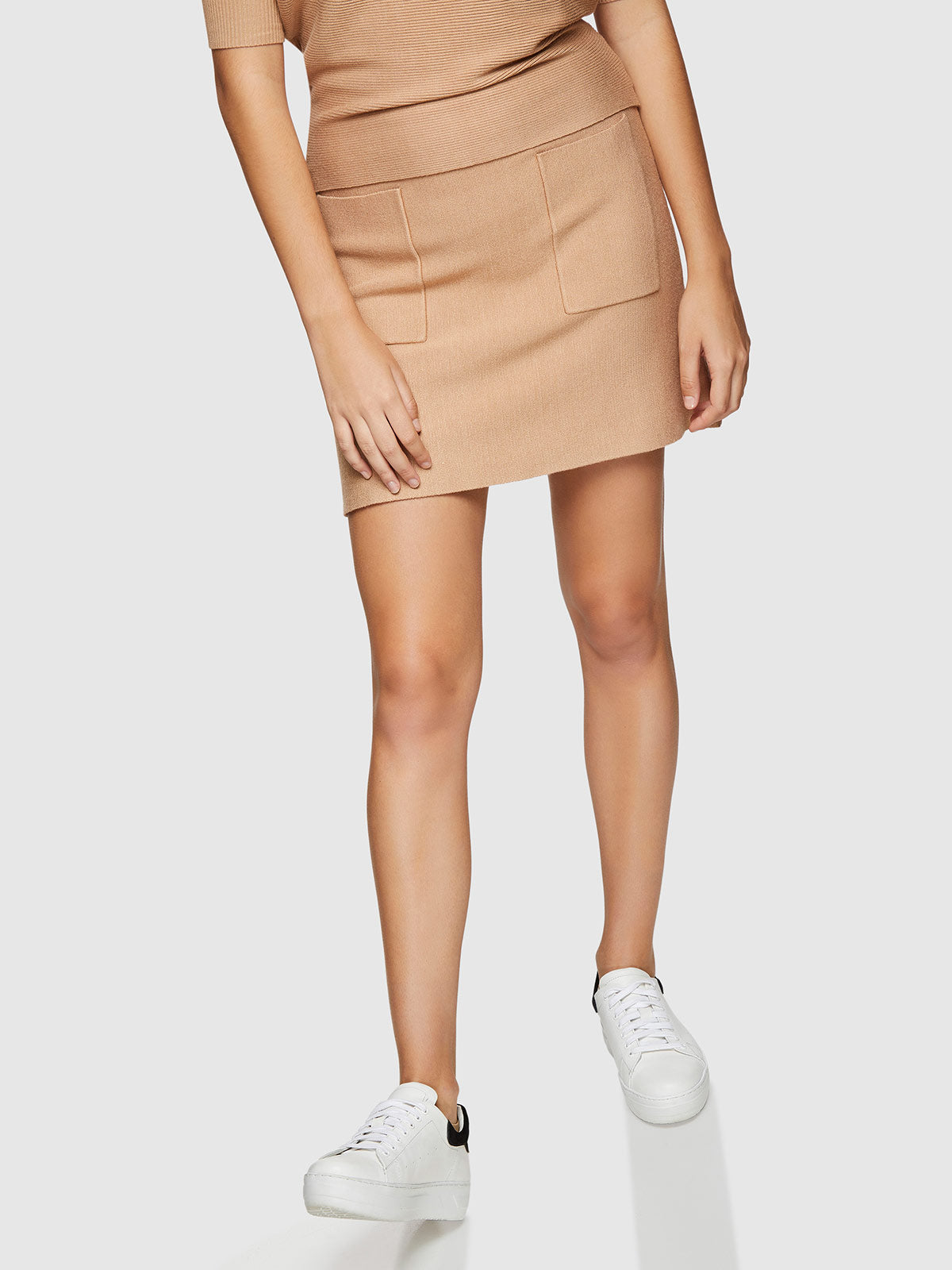 PINKY POCKET FRONT SKIRT CAMEL