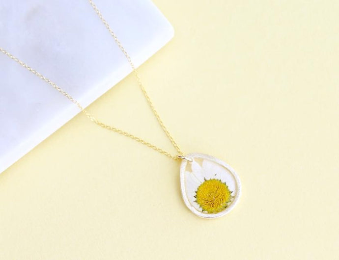 Daisy Necklace in Gold