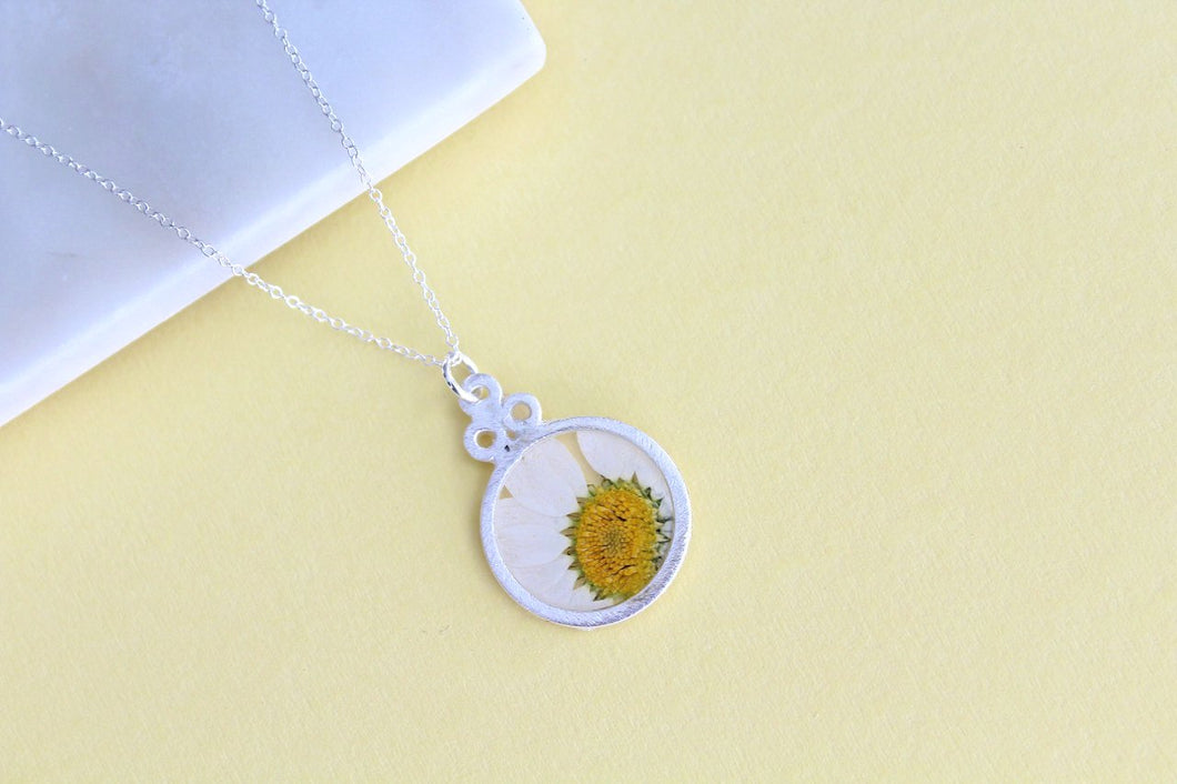 Daisy Necklace in Silver