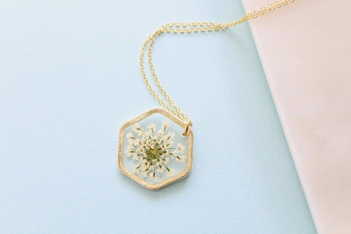 White Queen Anne's Lace Necklace in Gold
