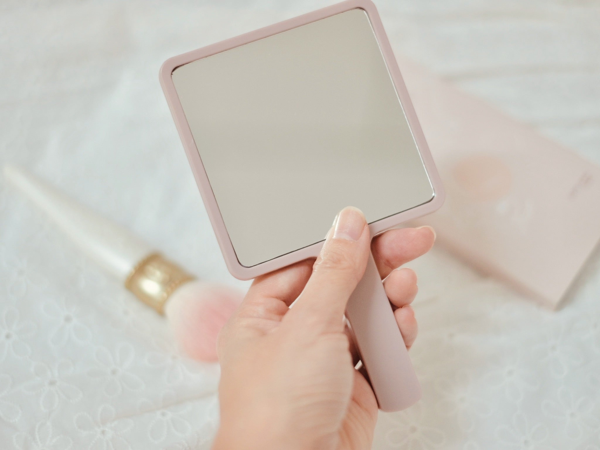 Handy-held Make-up Mirror