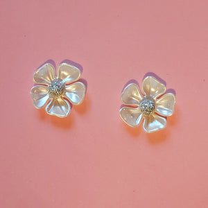 Cream vintage flower earrings