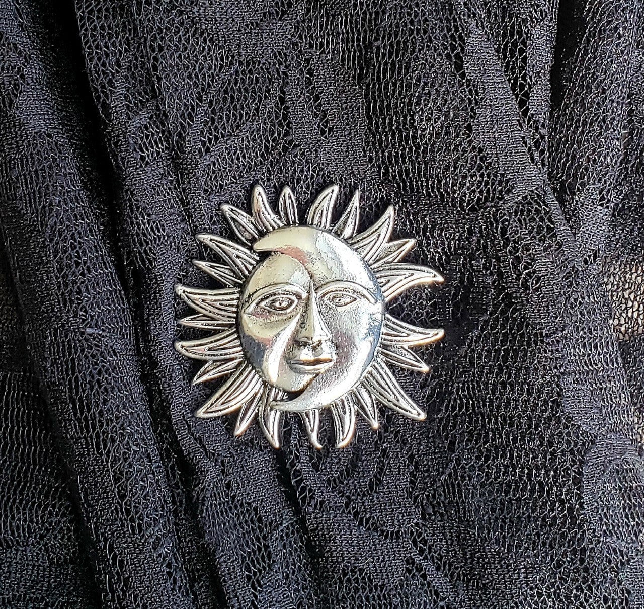 Magnetic Brooch-Silver Sun-Sleeves 2 Go