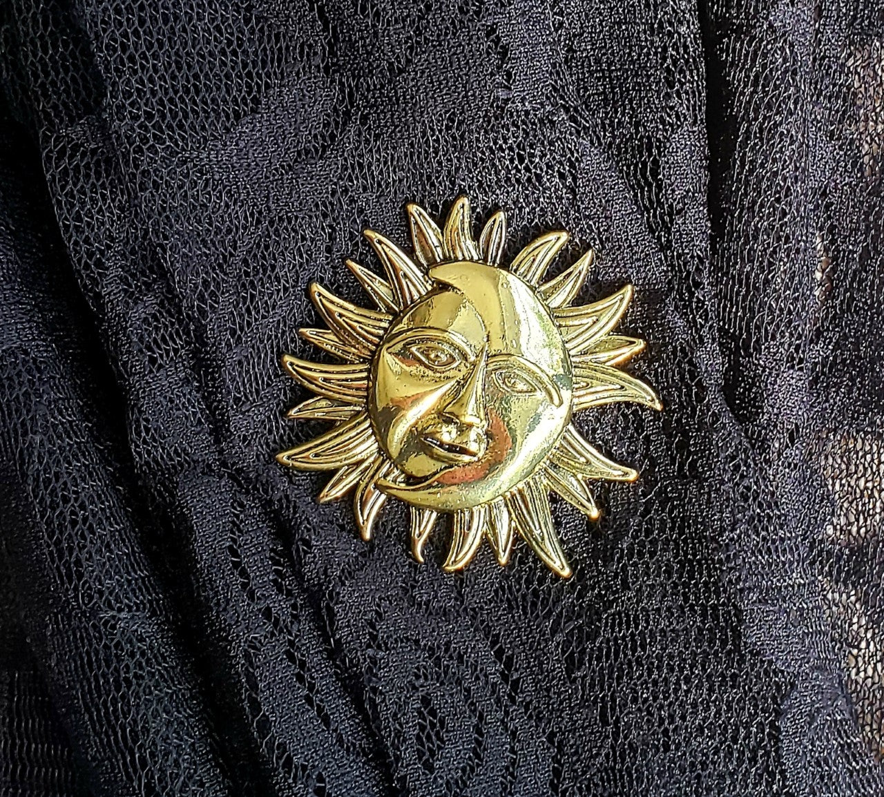 Magnetic Brooch-Gold Sun-Sleeves 2 Go