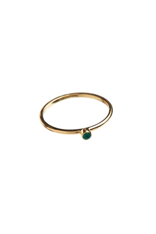Ring 14 crt gold with small green stone