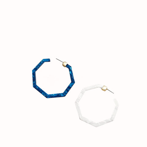 MADELYN POLYGON RESIN HOOP EARRINGS - BLUE MARBLE & PURE WHITE