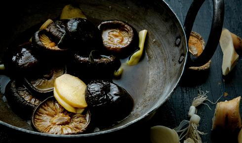 KYLIE KWONG'S BRAISED CHINESE MUSHROOMS