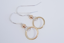 Load image into Gallery viewer, Simple Sterling Silver chain bracelet with 10ct rose gold circle centre