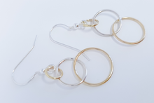 Load image into Gallery viewer, Interlocking Circle Drop Earrings