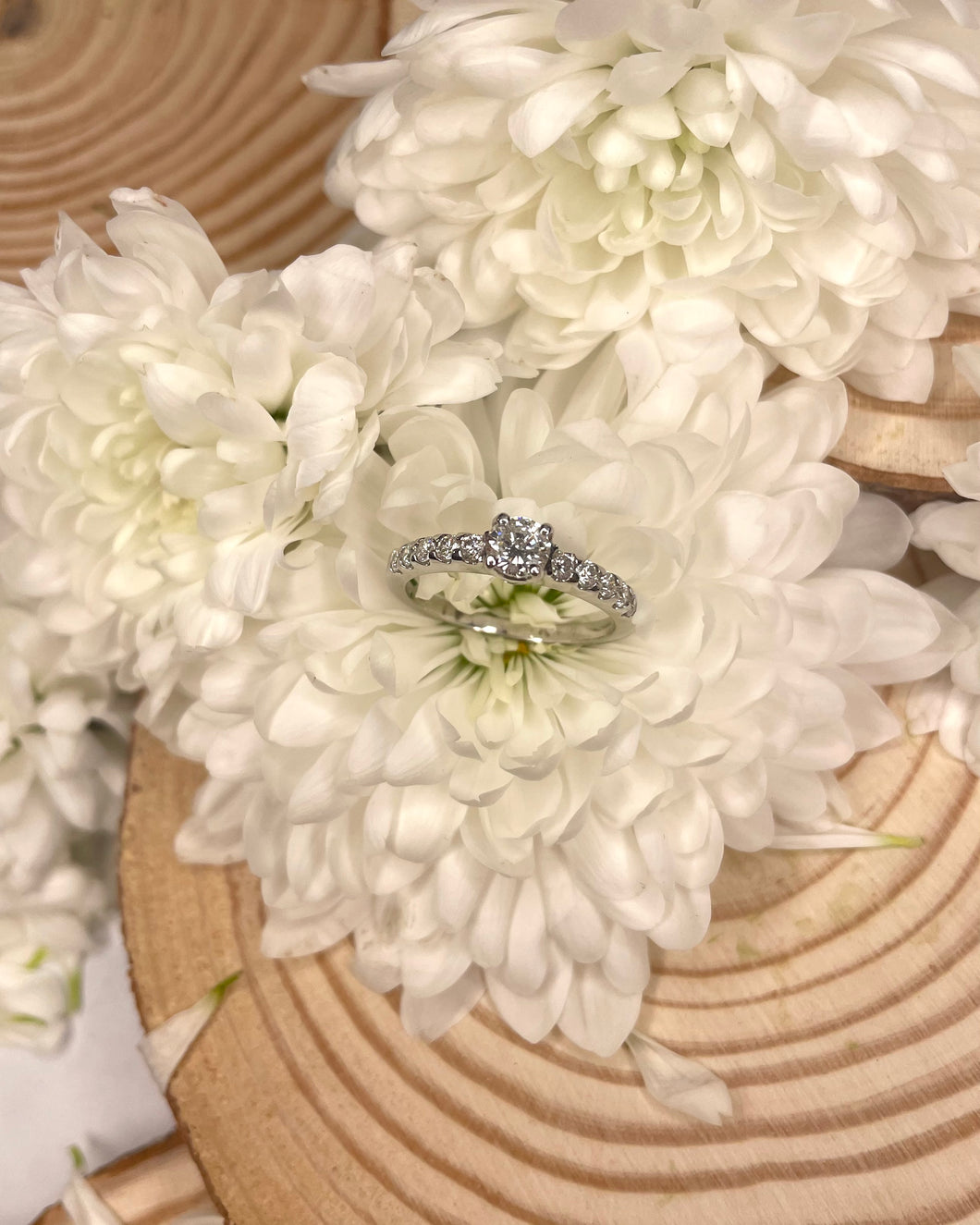 18ct Solitaire Diamond Engagement Ring with Diamond Shoulders