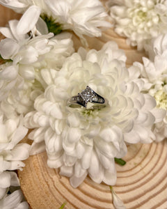 14ct Solitaire Twist Engagement Ring