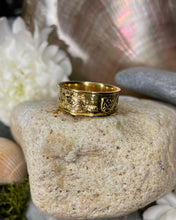 Load image into Gallery viewer, Story of Galway 18ct Ring