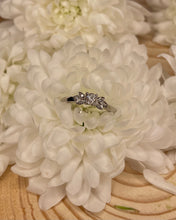 Load image into Gallery viewer, 18ct Solitaire Petal Ring
