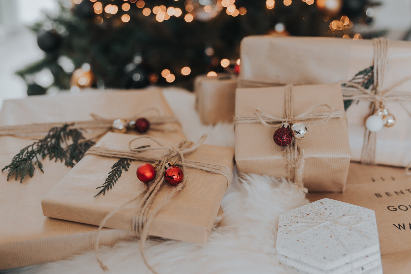 Say No to single-use wrapping paper! How to wrap your gift with Kind Bag
