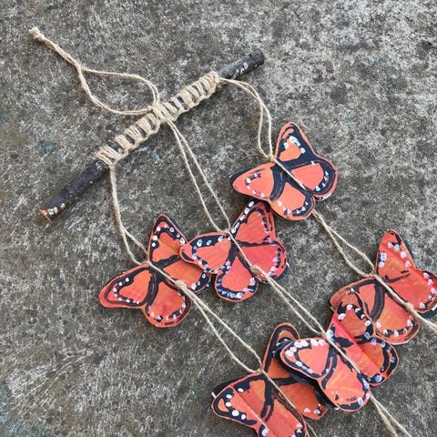 Monarch butterfly cardboard mobile kids crafts by Mini Mad Things