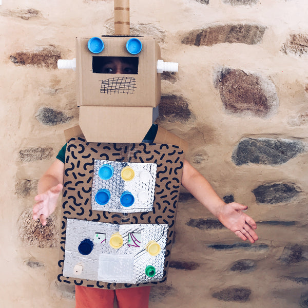 Make your own robot fancy dress costume using cardboard boxes