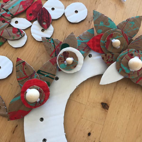 making a cardboard Christmas wreath decoration