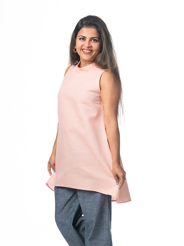 Swahlee creates a handmade capsule wardrobe of clothing essentials made in India using sustainable production and natural fabrics. The Stand Collar Tunic in Pink.