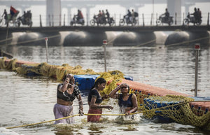 Purifying wash in the holy Ganges river