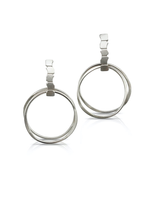 ELSA LOOP EARRINGS