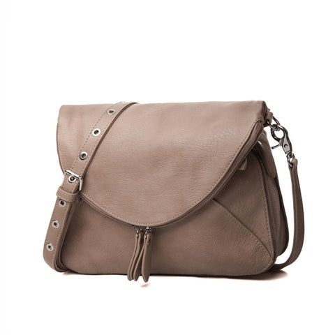 Elegant Medium Size Shoulder bag. Taupe color