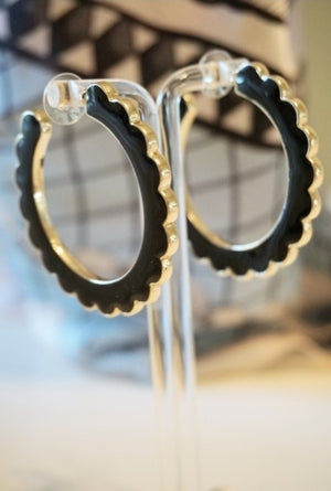 Sabrina Scalloped Hoops