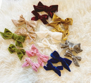 Velvet Rope Hairbow (mini bow style)