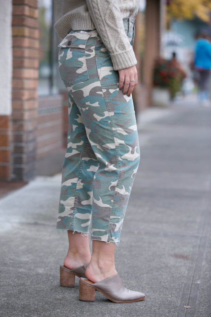 Mother Patch Pocket Private Ankle Fray in Camoflage