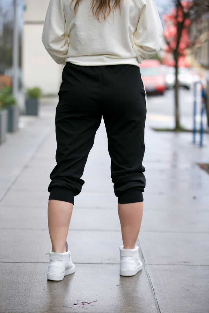 BLACK TAPE Jogger w/ Piping