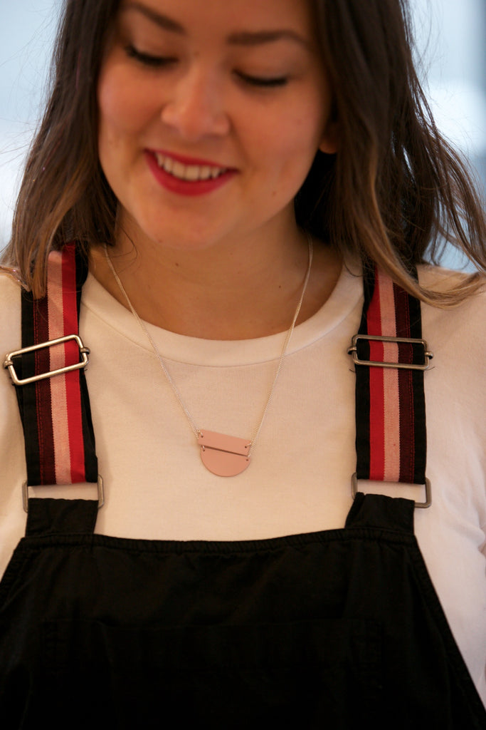 Elk Fala Short Necklace Barely Pink