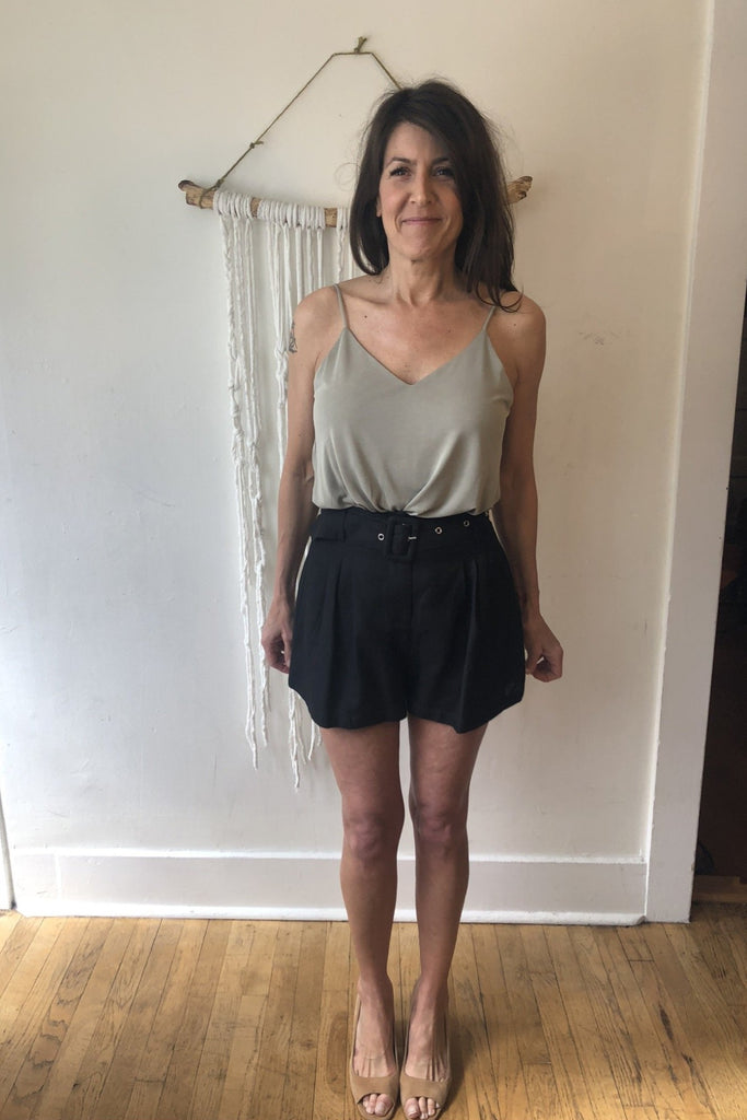 HOLIDAY Linen Belted Short
