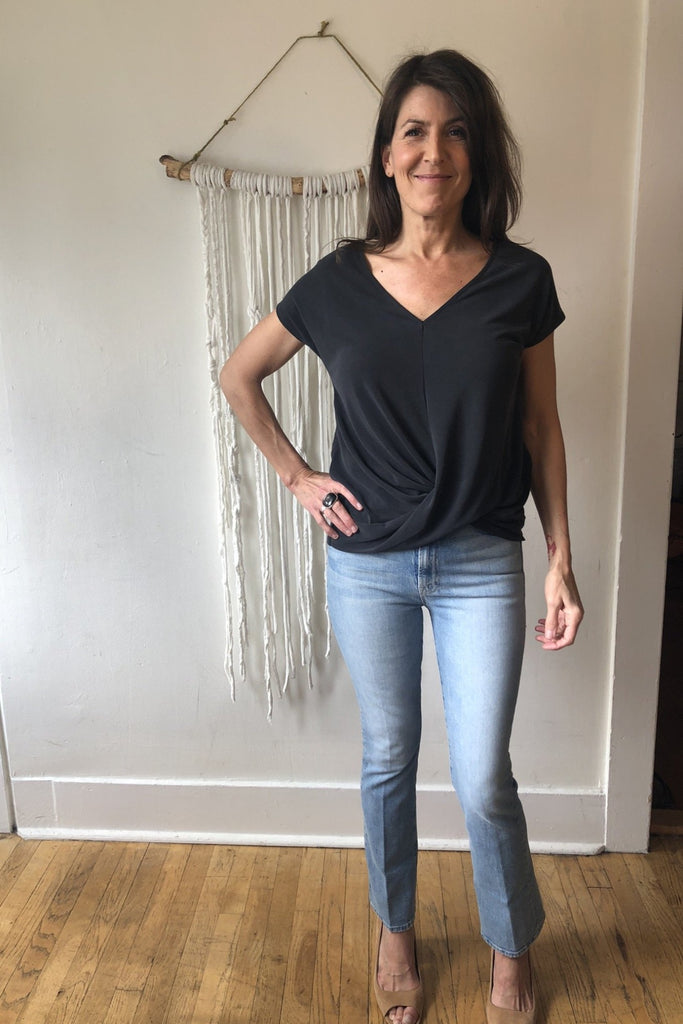 HOLIDAY V-Neck Modal Twist Front Tee
