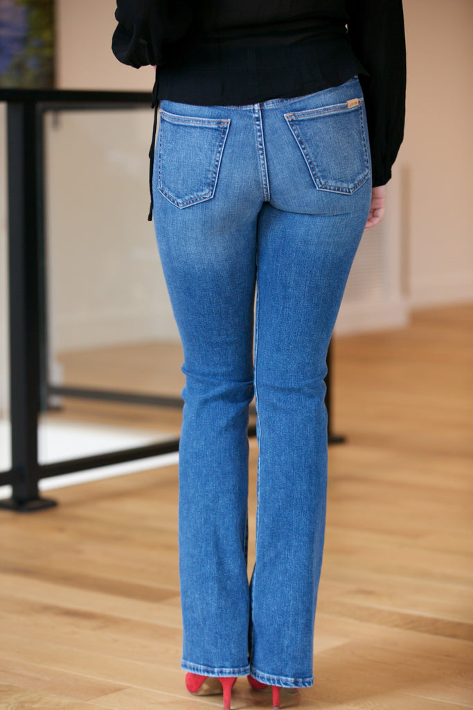 4c5eaa7516e JOE'S JEANS The High Rise Honey Boot Cut in Chriselle – Adorn
